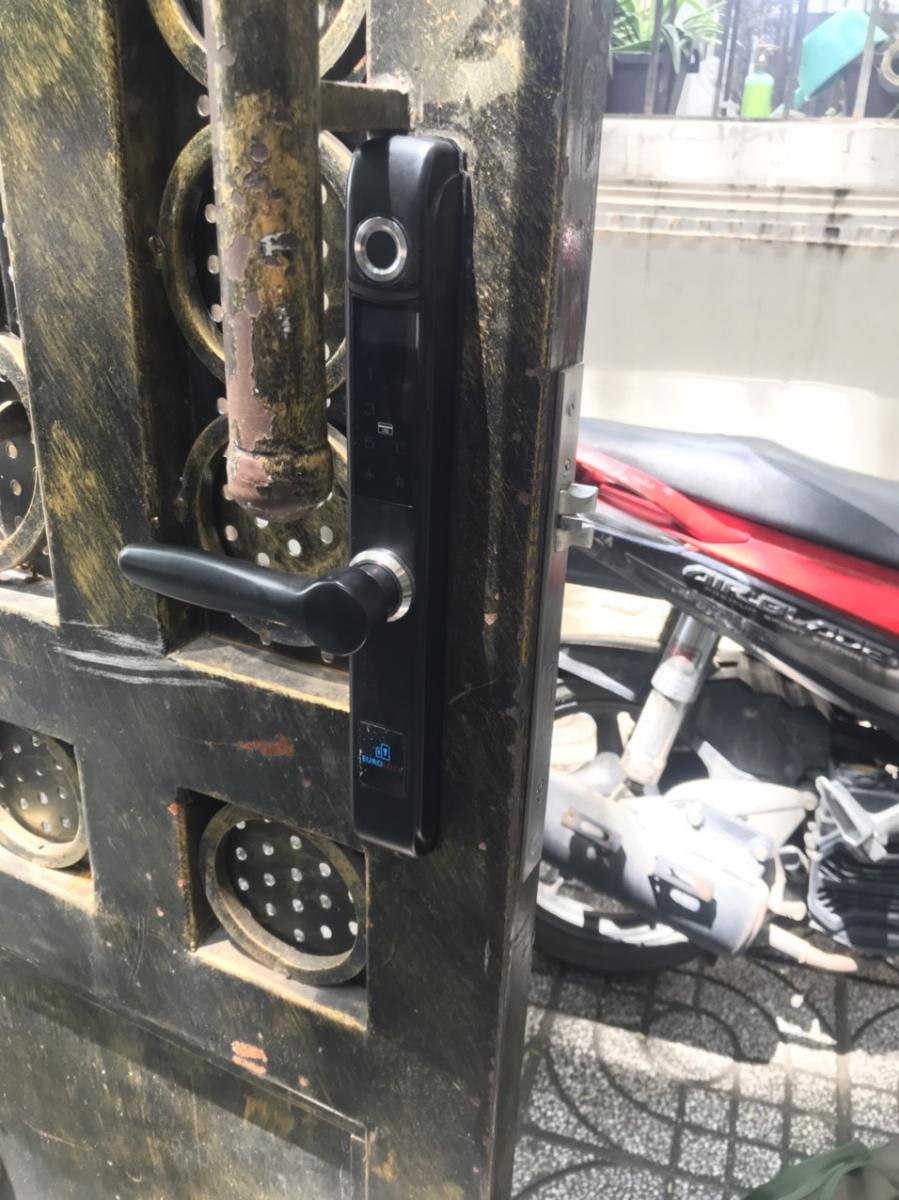 Top 5 khóa cửa vân tay tốt nhất cho cửa sắt