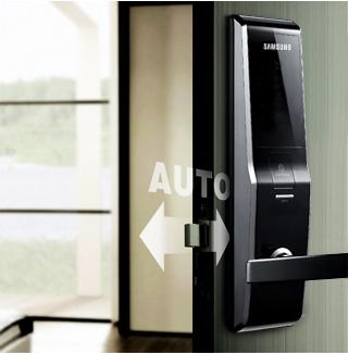 More Security!  Automatic Lock và Double Khóa tính năng: Tự động khóa khi bạn đóng cửa trên đường ra, khóa cửa làm giảm rắc rối và lo lắng về việc có để cửa không khóa.  Trong trường hợp khẩn cấp, chẳng hạn như một ngọn lửa, cánh cửa có thể mở được từ bên ngoài với một mật khẩu đã đăng ký và dấu vân tay quét.  Tính năng này ngăn chặn các trường hợp để cửa mở khi một đứa trẻ đi ra ngoài và các trường hợp nhập cảnh trái phép cố gắng thông qua các đầu vào sữa.